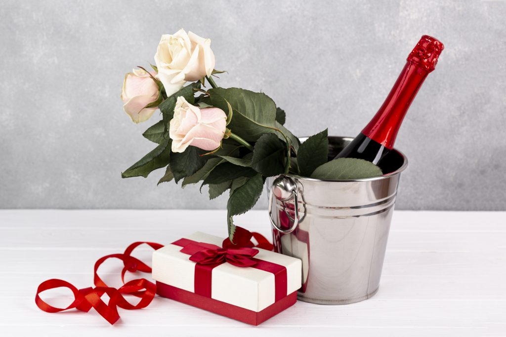 composition-valentine-s-day-dinner-table